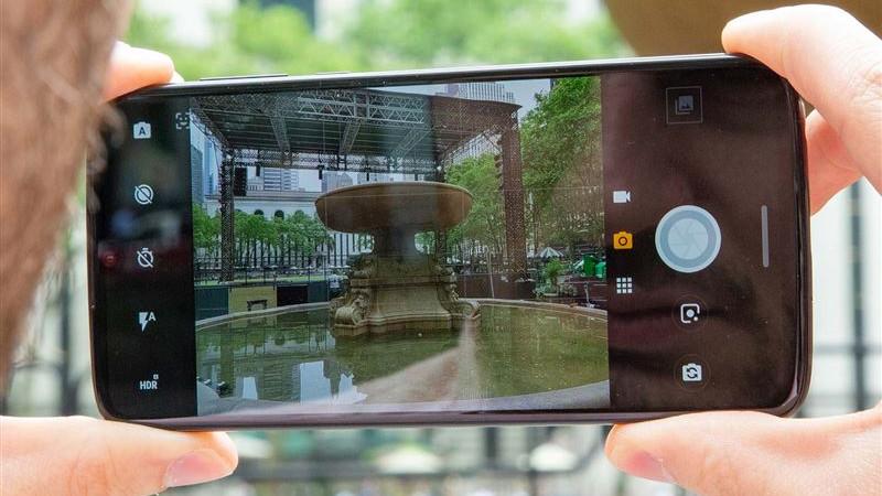 Сарапшы смартфонның көмегімен жасырын камераны қалай табуға болатынын айтты