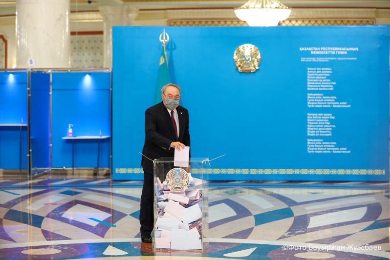 Нұрсұлтан Назарбаев елордадағы сайлау учаскесінде дауыс берді