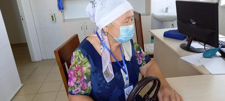 72 жастағы зейнеткер вакцина алды