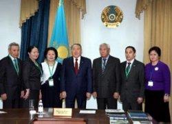 Н.Назарбаевқа ҚР президенттігіне кандидатурасын қолдап қол жинау үшін қол қою парақтарын тапсырды