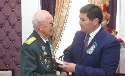 Қызылорда әкімі ардагерлерге мерекелік медалдарын табыс етті