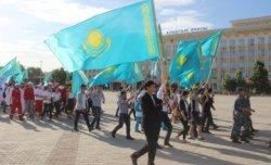 Қызылордада мемлекеттік рәміздер күніне орай 500 адамның қатысуымен шеру өтті