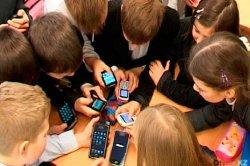 Прокурорлар мектептерде смартфон ұстауға тыйым салуды ұсынды