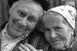 69 жыл отасқан ерлі-зайыптылар қол ұстасқан күйі өмірден озды