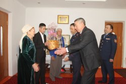 Қызылордалық полицейлер ардагерлерді құттықтады