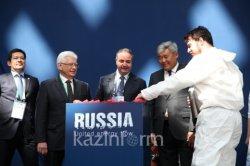 ЭКСПО-2017: Ресей павильонының лентасын құрметті қонақтар балғамен сындырды